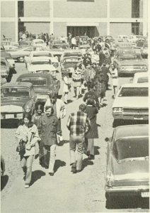 1971 students walking to their cars