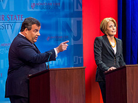 Christie points to crowd at debate with Buono.