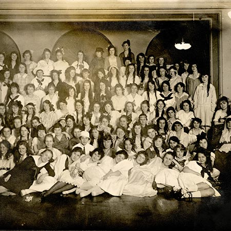 Black and white photo of Christmas party at Edward Russ Hall in 1917.