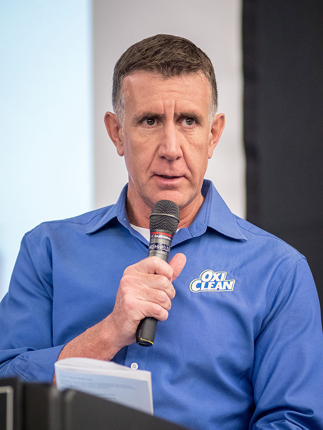 """OxiClean pitchman Anthony """"Sully"""" Sullivan emcees the contest."""
