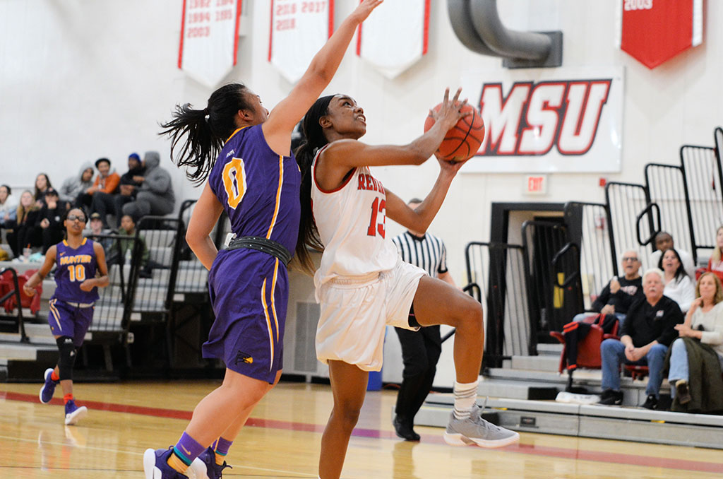 Kim Calloway goes up for a layup prior to a shoulder injury.