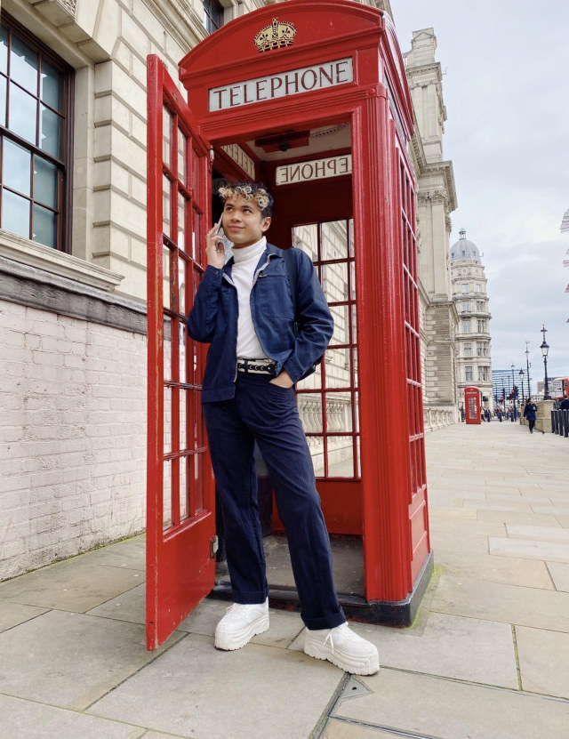 "Justin Inigo ""phones home"" from London"
