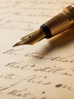 Image of a fountain pen with a manuscript.