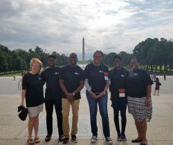 Students in front of reflecting pool and Washington Monument