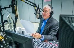 "David Brancaccio, host of ""Marketplace Morning Report"" in the School of Communication and Media broadcast studios."