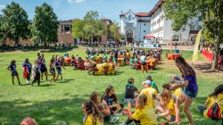 Students eating lunch on the quad on opening day.