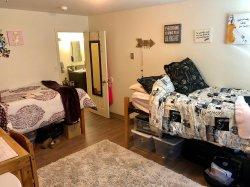 A Bedroom In Multi Floor Hawk Crossings Apartment